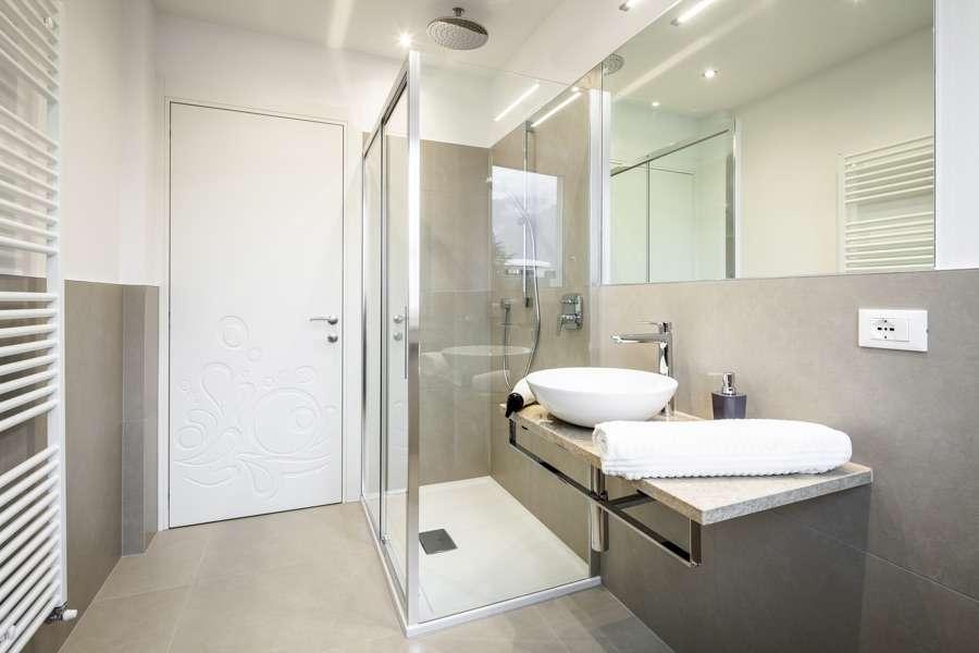 Ristrutturazione appartamento a merano bz idea casa plan - Sostituzione vasca in doccia ...