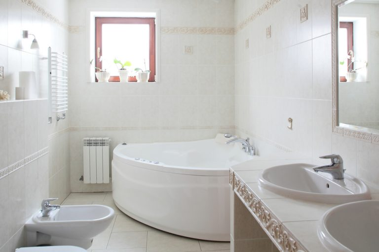 Come realizzare un bagno con vasca idromassaggio